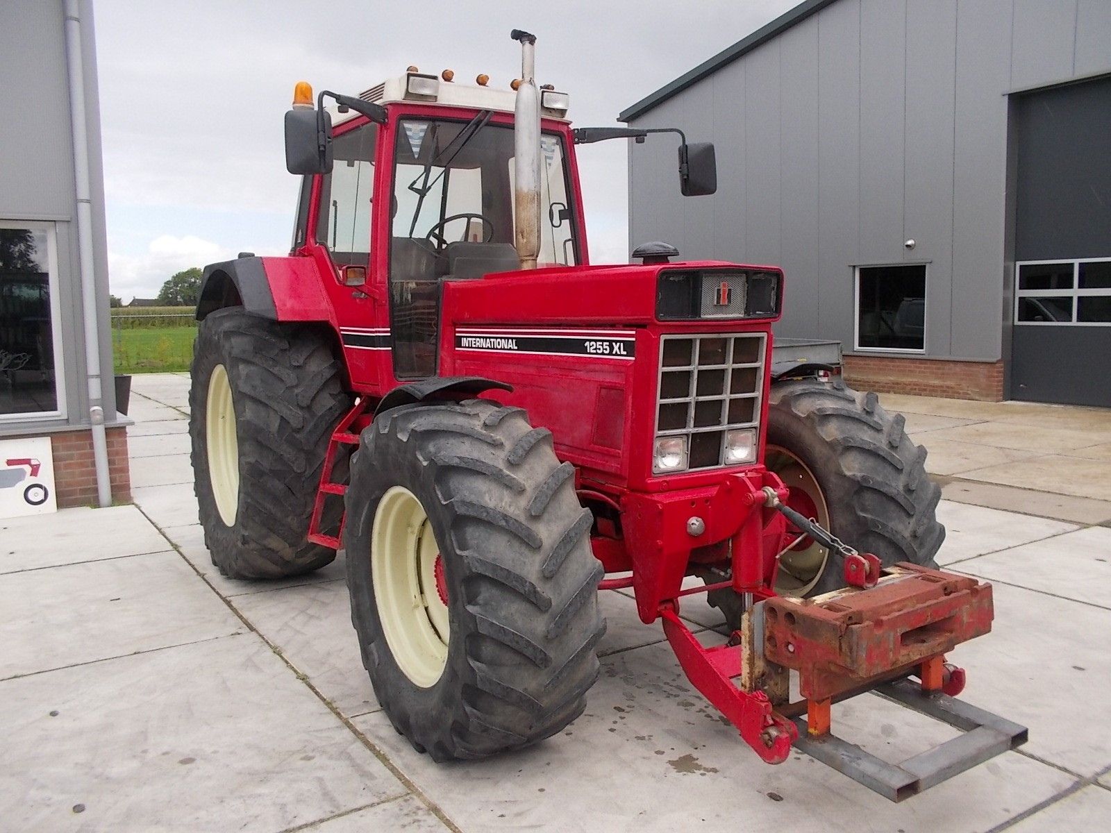 International 1255 XL